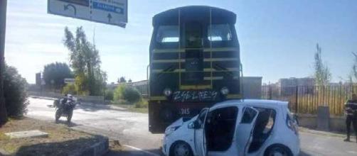 Brindisi, scontro tra un treno merci e un'automobile: ferite quattro donne