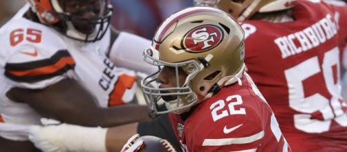 Matt Breida tuvo 137 yardas terrestres. www.mercurynews.com