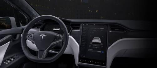Model X | Tesla - tesla.com, des bruits de moteur originaux