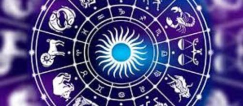 Oroscopo 25 ottobre: Leone nervoso, Scorpione innamorato