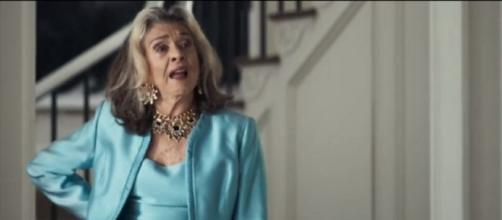 Cornélia, de 'A Dona do Pedaço', mostra definitivamente não ter papas na língua. (Reprodução/TV Globo)