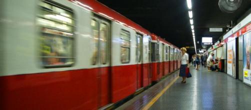 Milano, 31enne travolto e ucciso da un treno della metropolitana: forse gesto volontario