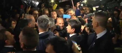 """Non ci rappresenti"""", """"Che fai?"""". Conte contestato a Taranto ... - ilgiornale.it"""