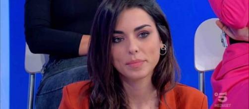 Uomini e Donne, Giulia e Raselli nei guai: un 'like' di lui su IG e un tatuaggio li incastrerebbero.
