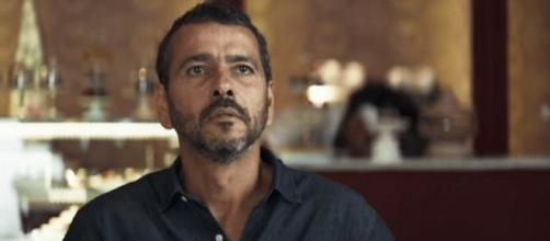 Amadeu leva fora da Maria da Paz em 'A Dona do Pedaço'. (Reprodução/TV Globo)