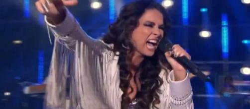 Claudia Ohana cantou 'You and I', de Lady Gaga. (Reprodução/TV Globo)