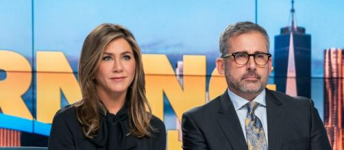 Jennifer Aniston e Steve Carrel em cena de 'The Morning Show' da Apple TV Plus. (Arquivo Blasting News)
