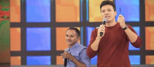 Manoel Gomes do hit caneta Azul junto Rodrigo Faro. (Reprodução/Record TV)