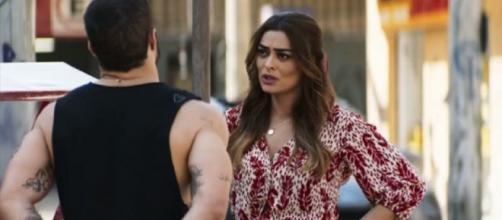 Rock comenta com Maria da Paz em 'A Dona do Pedaço' sobre possível parentesco dela com Joana. (Reprodução/TV Globo)