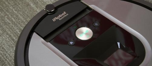 Roomba 960: l'aspirapolvere giusto per chi lavora tutto il giorno.