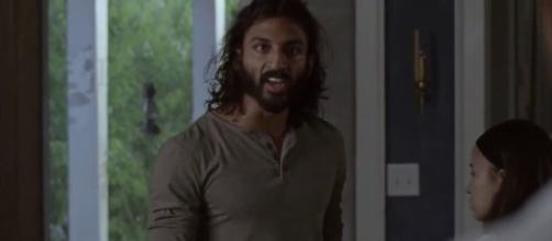 Siddiq is holding a secret in 'The Walking Dead.' [image source: SW Gamer/YouTube]