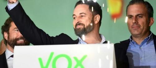 VOX celebra sus resultados en la noche electoral. / AFP