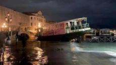 Venezia sommersa, sconvolta la Serenissima: tre maree da record, due morti e daneggiamenti