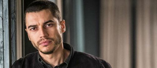 Lee Taylor vive Camilo em 'A Dona do Pedaço'. (Reprodução/TV Globo)