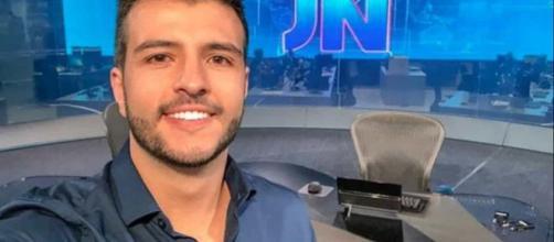 Matheus Ribeiro foi um dos âncoras do JN de sábado (9); mãe defendeu filho de preconceito na internet. (Arquivo Blasting News)