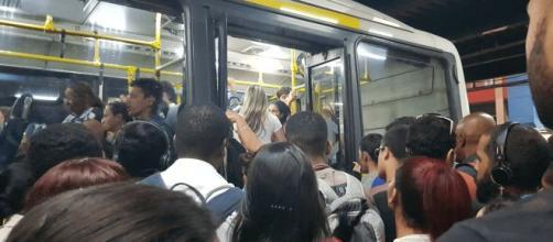 Mulher fixou residência no ponto 712, no Rio de Janeiro. (Arquivo Blasting News)