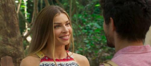 Paloma é pega de surpresa com pedido de Marcos em 'Bom Sucesso'. (Reprodução/TV Globo)