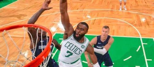 Jaylen Brown pour les Boston Celtics, aujourd'hui première équipe pour le moment du NBA- Credit: Instagram/ Celtics