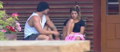 Lucas e Hariany em conversa antes de reatarem novamente. (Arquivo Blasting News)