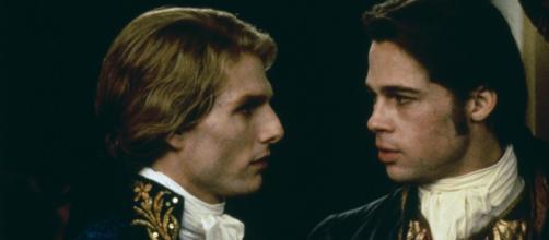 Tom Cruise e Brad Pitt em cena de 'Entrevista com o vampiro'. (Arquivo Blasting News)