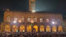 Bologna, piazza Maggiore si trasforma in una scatola di 'sardine' contro la Lega