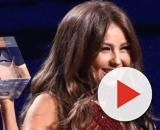 Thalia com seu prêmio. (Reprodução/Instagram)