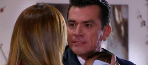 Fernando cai na armadilha de Isabela. (Reprodução/Televisa)