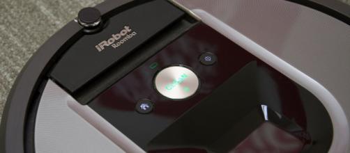 Roomba 960: confronto con aspirapolvere tradizionale.
