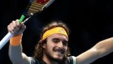 Finals: Tsitsipas gioca da 'Dio dell'Olimpo' e va in finale, nulla da fare per Federer