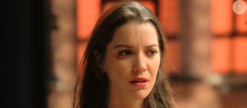 Fabiana perderá todo o seu dinheiro e a fábrica de bolos. (Reprodução/Rede Globo)