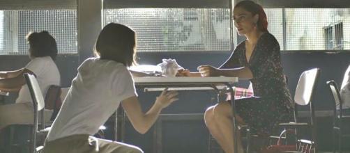 Maria visita Josiane na cadeia. (Reprodução/Rede Globo)