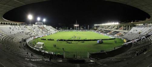 Jogo no estádio São Januário é válido pela 33ª rodada. (Reprodução/Wikimedia Commons/Alex Carvalho)