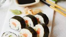 Sushi e sashimi a confronto: entrambi vanno mangiati in un sol boccone