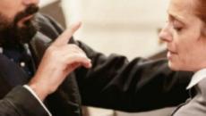 Una Vita, trame al 29 novembre: Javier minaccia Carmen, Samuel malmena Martinez