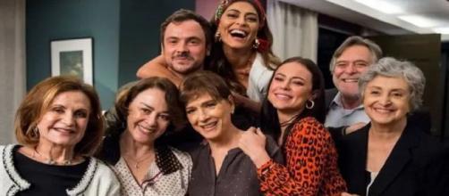 Atores durante gravação da novela 'A Dona do Pedaço'. (Reprodução/TV Globo)