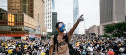 Hong Kong: le manifestazioni di piazza stanno danneggiando l'economia.