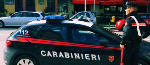 Sul luogo della rapina sono intervenuti i Carabinieri.