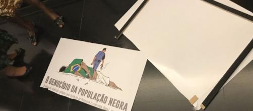Deputado do PSL destrói placa que critica violência policial contra população negra. (Arquivo Blasting News)