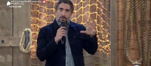 O apresentador Marcos Mion no comando do reality show A Fazenda 2019 (Reprodução/RecordTV)