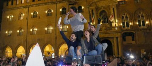 Sardine contro Salvini in piazza a Bologna