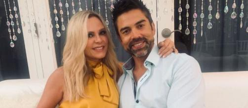 Tamra Judge and husband Eddie Judge pose together on a white couch. [Photo via Instagram]