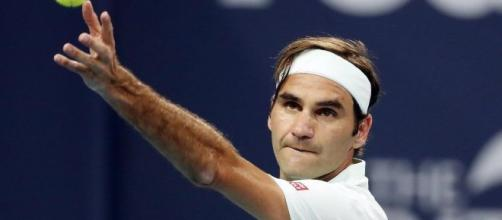 Federer, grande emozione per il videomessaggio di Maradona: 'Sarai sempre il più grande'