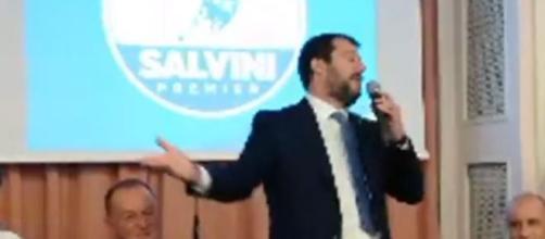 Matteo Salvini protagonista di un battibecco con un giornalista.
