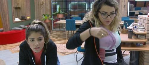 Hariany desabafou com Thayse, e diz que não voltará com Lucas. (Reprodução/RecordTV)