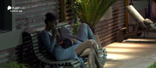 Rodrigo e Sabrina trocam promessas de relacionamento. (Reprodução/PlayPlus)
