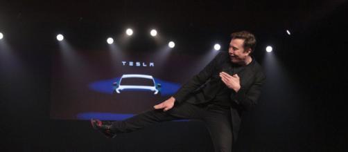 """Un colaborador de Musk romper un cristal """"indestructible"""" del nuevo Tesla Cybertruck"""