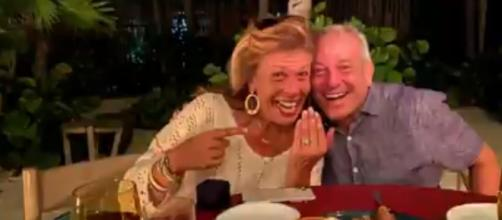 Hoda Kotb announces happy news of her engagement to Joel Schiffman on 'Today.' [Image Source: Hoda&JennaTODAY/Twitter]