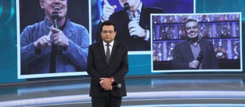 """No """"Domingo Show"""" especial sobre Gugu Liberato, Geraldo Luís conversou com Simony por telefone. (Reprodução/RecordTV)"""