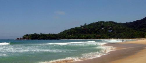 Bombeiros fazem buscas por turista desaparecido na Praia do Félix, em Ubatuba. (Divulgação/ Prefeitura de Ubatuba)