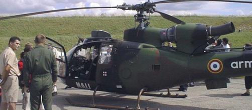 """Hélicoptère 'Gazelle' de l'Armée Française portant l'inscription """"MALI"""". Credit: WikiCommons"""